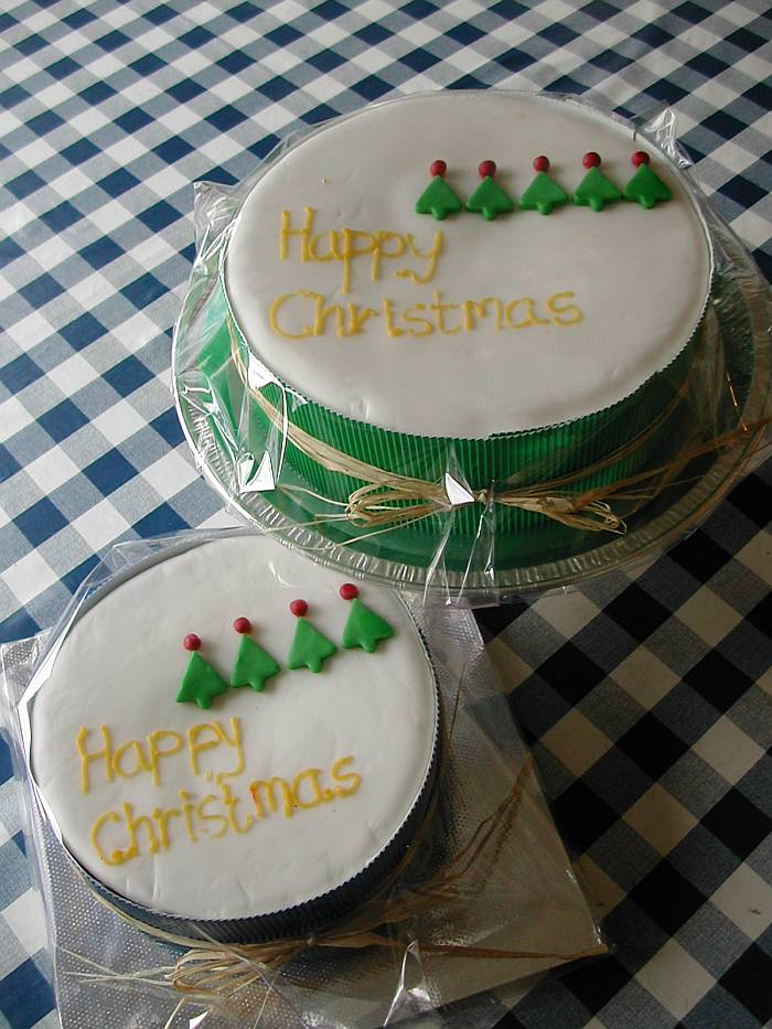 DSCN4799_xmascakes_resized